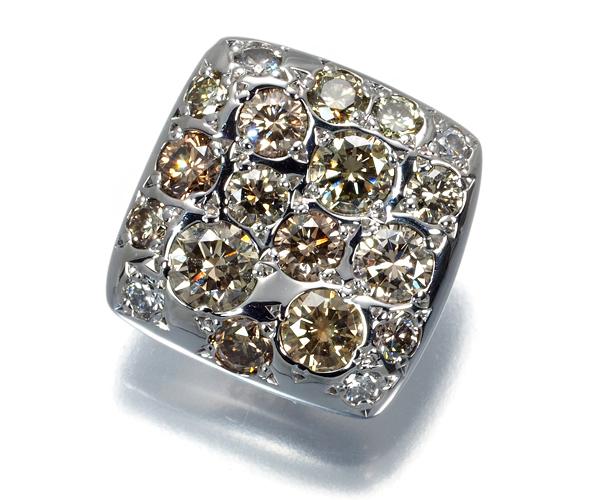 カシケイ ブローチ ダイヤモンド 0.60ct メランジェ K18WG