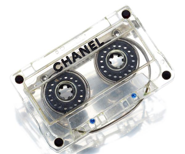 レア品 シャネル ブローチ カセットテープ ラインストーン 04P