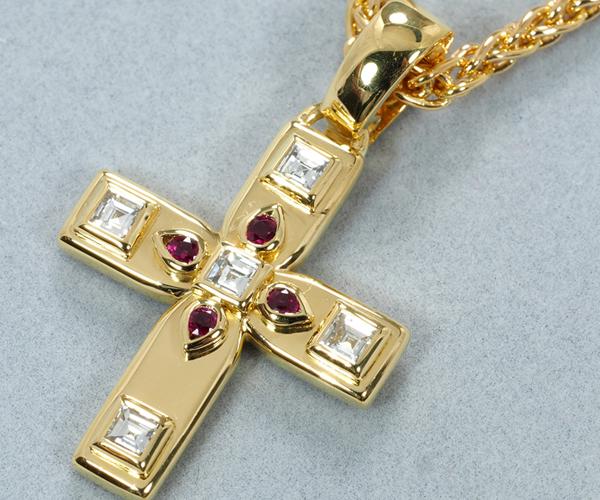 カルティエ ネックレス ダイヤモンド ルビー ビザンチン クロス K18YG
