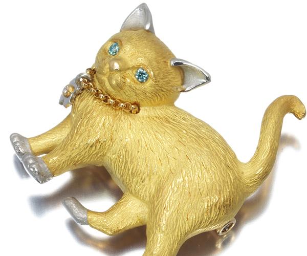 石川暢子 ブローチ ブルー&クリアダイヤモンド Astime アズタイム 猫 ネコ K18YG/Pt900