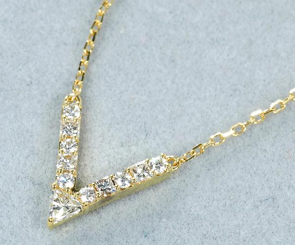 アーカー ネックレス ダイヤモンド 0.12ct Vチェーン K18YG