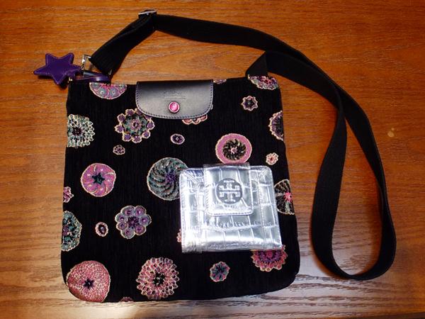 TORY BURCHのお財布、LONGCHAMP のショルダーバッグ