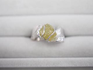 リング K18WG 11.2g ダイヤ 5.32ct/0.27ct 原石