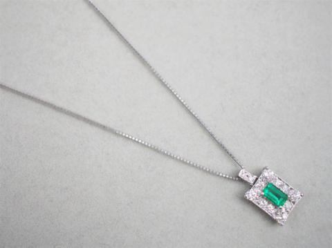 ネックレス Pt900/Pt850 5.1g エメラルド 0.33ctダイヤ 0.30ct