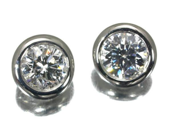 ダイヤモンド0.34カラット、プラチナ950ピアスの場合 65,000円