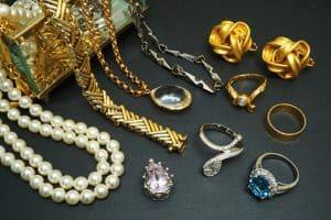 宝石がついたジュエリー製品の買取査定の内訳を徹底解剖!