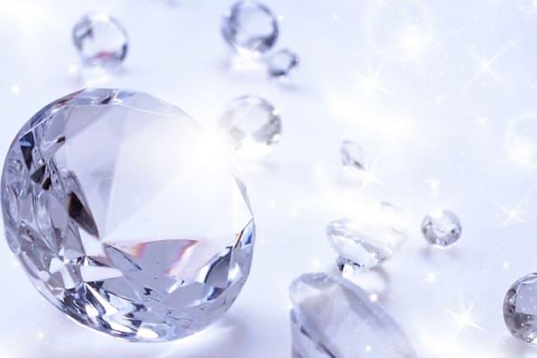 ダイヤモンドの鑑定書。役割や記載事項、買取店での取扱いを公開