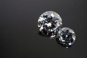 イミテーションダイヤと合成ダイヤと本物との見分け方は?プロが徹底解説!