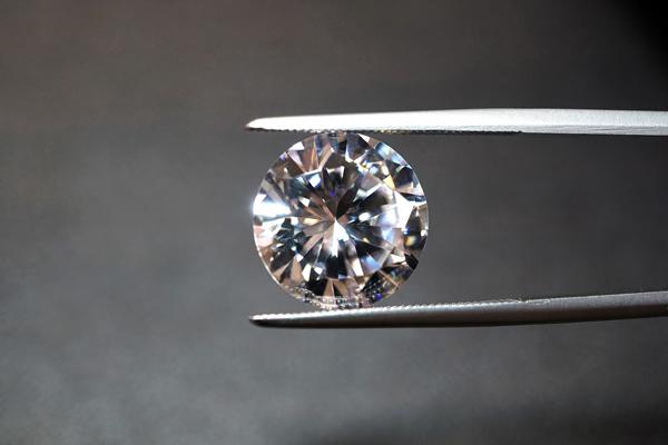 ダイヤモンドの傷・割れを防ぐ取り扱いとお手入れ方法