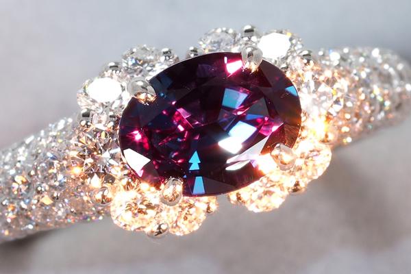 皇帝の宝石とも称されるアレキサンドライトの買取・査定を解説!